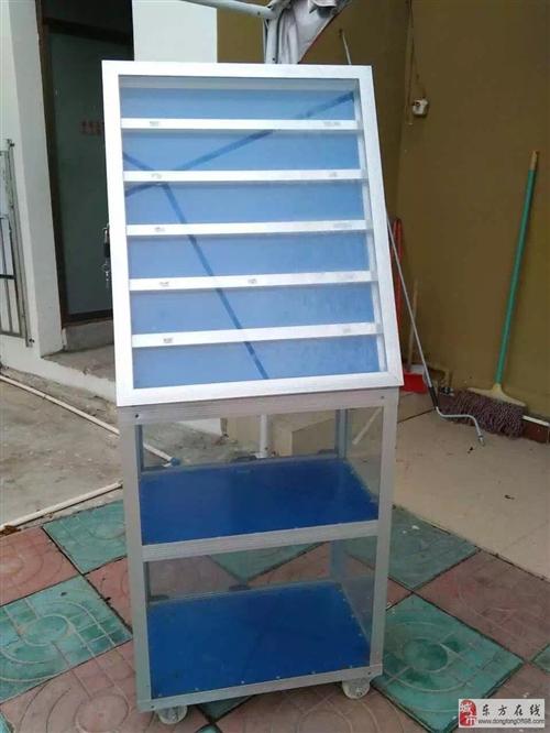 有一个烟柜与一个炒冰机出售