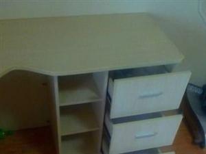九九成新电脑桌椅 - 1元