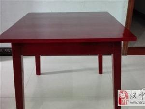 实木桌子(红色) - 100元