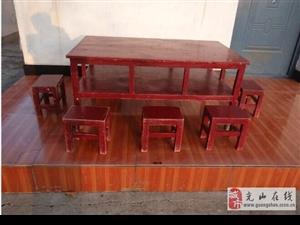 幼儿园桌子4套和凳子30个另有超大木滑梯