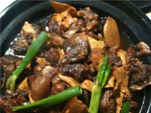 浉河港园林山庄自制焖罐肉