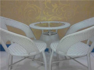 九成新椅子一套
