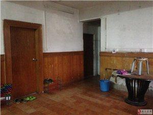 蓝天路南航天桥旁工商局宿舍3房2厅的一间出租