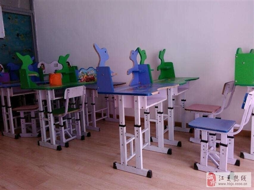 學生桌椅低價轉讓