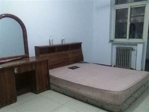 二手双人床垫 - 200元