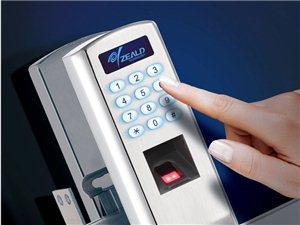招远李师傅开换修锁,安装智能指纹密码锁