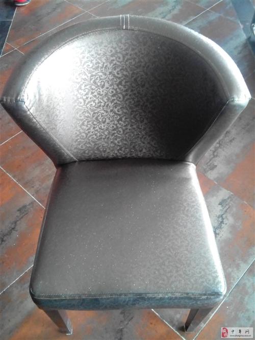 出售整套全新火鍋桌椅,適合家庭、酒店使用