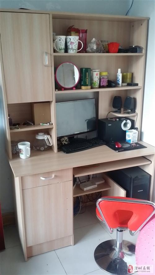 出售95成新三门小衣柜和双层电脑柜各一个