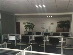 有30台电脑桌30台电脑,30台椅子,都是八成新的
