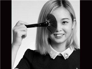 贺云诗,化妆师